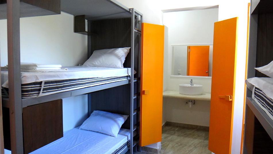 Kankin kantunil dormitorio de 4 camas individuales for Dormitorios individuales